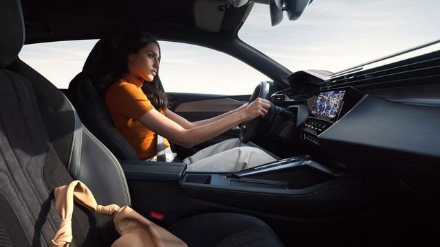 /image/47/8/driving-position-femme-rvb-ndp.797478.jpg